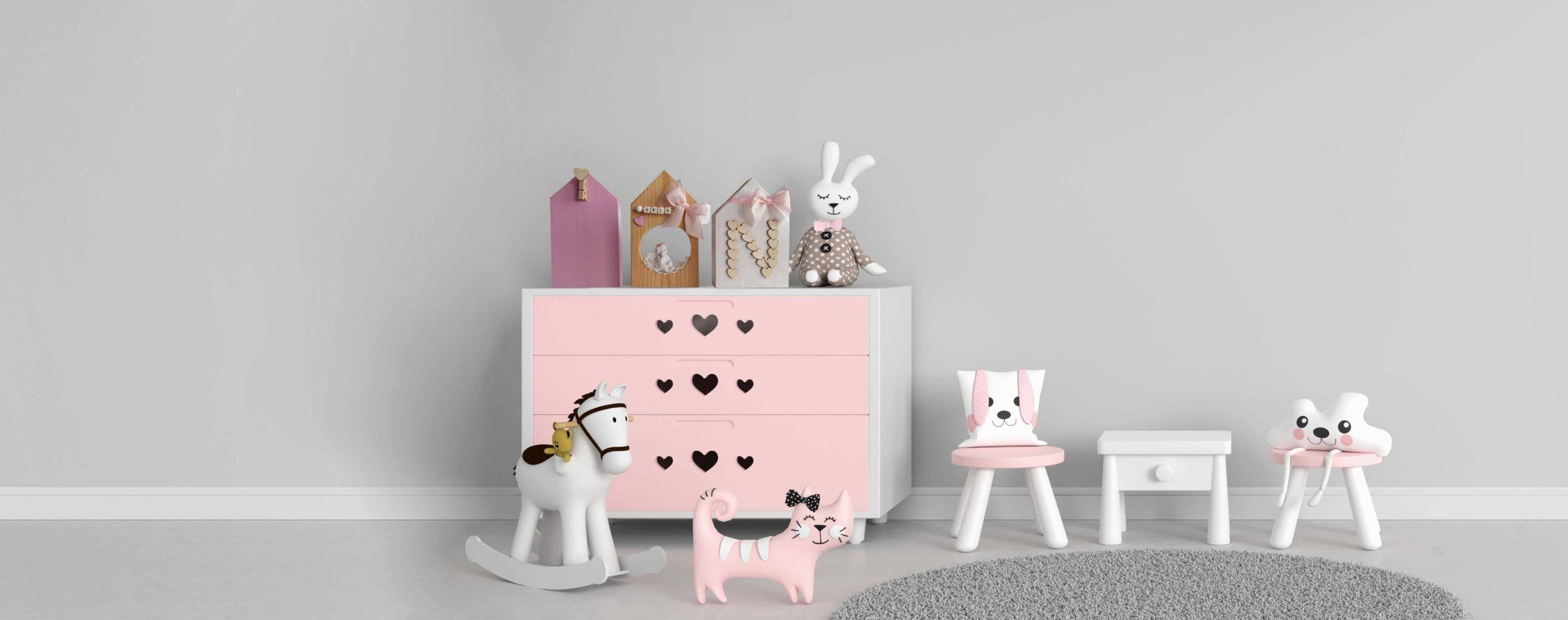 różowe domki skandynawskie dla dziewczynki w pokoju